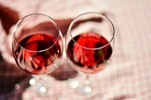 gallery/wine-glasses-2403116__340